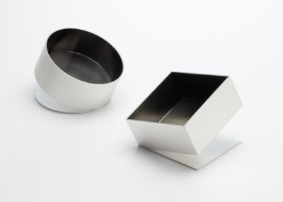 A pair of Silver dishes with ruthenium plated interiors  63mm x 63mm x 63mm  Photography: Sylvain Deleu